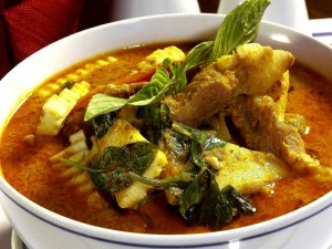 03-thai-food-red-curry-with-pork-or-chicken-with-_lbb
