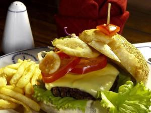 04-hamburger-in-swiss--thai-restaurant-at-chiangm_lbb