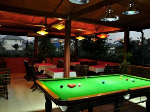 07-swiss--thai-restaurant-with-pool-table-with-ai_lbb