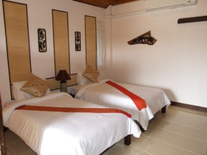 09-deluxe-room-with-twin-bed-in-nice-resort-and-c_lbb
