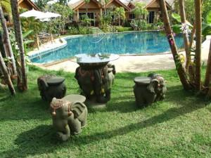 13-relax-place-golden-elephant-resort_lbb