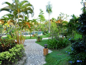 18-tropical-garden-in-boutique-resort-golden-elep_lbb